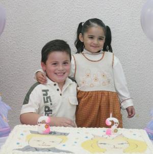 Sergio y Andrea Alfaro Aldape, captados el día de su piñata