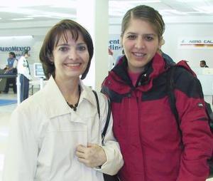 <b>02 de diciembre de 2004</b> <p> Lorena Wong viajó a Nueva York y fue despedida por Olga Villarreal