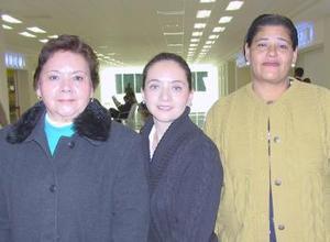 <b>03 de diciembre de 2004</b> <p> Margarita Estrada, Cristina Díaz de Pichardo y Petra González  viajaron al DF