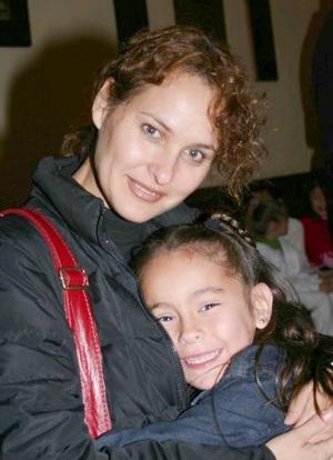 Gaby Madero y su hija Mayadevi Madero.