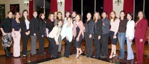 <b>03 de diciembre de 2004</b> <p> Sinceras felicitaciones yu buenos deseos recibió Paty Estrada Aguirre por parte de sus amigas.