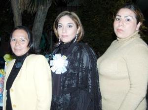 <b>03 de diciembre de 2004</b> <p> Verónica Rangel de Méndez en su fiesta de canastilla.