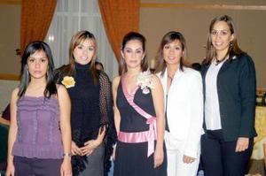Ana Sofía Urquizo Leal acompañada de amistades y familiares el día de su despedida de soltera