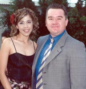 <b>04 de diciembre de 2004</b><p>  Marisol Medina y Omar Herrera.