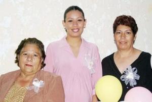 Guadalupe Lugo de Granados y Gloria Patricia  Rasmirez le ofrecieron una fiesta de canastilla a Erika Granados