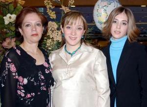 La futura mamá, Iasone Belausteguigoitia en compañía de familiares.