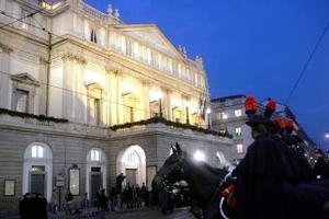 En el transcurso de su historia, La Scala se había cerrado una vez, en 1943 con motivo de la Segunda Guerra Mundial, por lo que la pausa de estos tres últimos años ha sido vivida de manera especial por los milaneses.