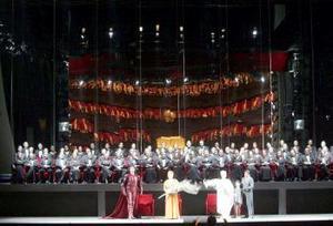El director artístico del teatro, Riccardo Muti, sacó  la batuta para ponerse al frente de la orquesta de La Scala y hacer sonar las notas de Europa Riconosciuta, en una simbólica mirada a la inauguración de hace 226 años.