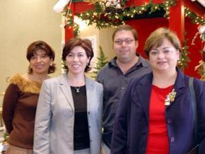 Chepina de Pérez, Maru de Kort, Jesús Sánchez y Karla de álvarez
