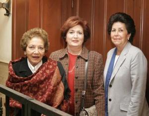 <b>06 de diciembre de 2004</b> <p> María Elena Vargas, María Matilde Valdéz  y Patricia de San Miguel.