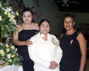 Berenice Morán Muñoz en su despedida de soltera.