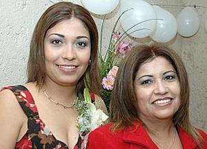 Daisy Aguilar Carrasco disfrutó de una despedida de soltera.