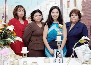Margarita Barrera de Ramírez, Paty Ramírez de García y Angélica B. de Martínez le ofrecieron a Esmeralda Ramírez una despedida de soltera.