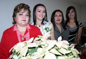 <b>06 de diciembre de 2004</b><p> María del Socorro de Flores, Pamela Flores y Blanca Hilda Baca lwe ofrecieron a Hilda Garza Baca una despedida de soltera