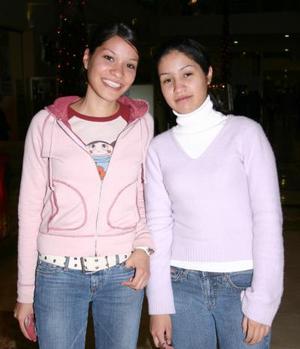 Alejandra y Claudia Holguin.