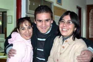 Nelly Díaz, Memo Hamdam y Sandra Díaz.