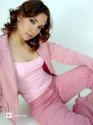 <b>05 de diciembre de 2004</b> <p> Srita. Irma Jazzmín Arrañaga Macías, en una foto de estudio  .
