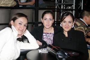 Ana Aguinaga, Marcela y Lorena Madrazo.