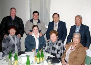 Ana y Jorge Zayas, Hortensia y Felipe Esqueda, Rosy y Gerardo Recio, Mary y Ramón Márquez .