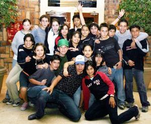 Ana,Maye Dora, Bombón, Chaty, Beto, Héctor, Argenis, José A., Kako, Montserrat, René y otros amigos.