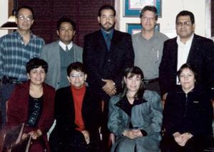 Captados en el festejo que se ofrecio el pasado 25 de noviembre con motivo de la toma de protesta de la nueva mesa directiva de la Asociacion de Medicos Generales de Coahuila periodo 2004-2005 .