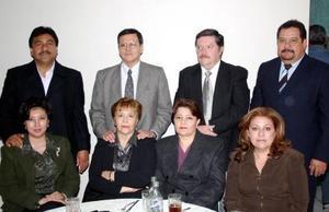 Félix Facio, Patricia de Facio,Hugo Blanco, Tere de Blanco, Luis Manuel Ortega y Araceli de Ortega  y Mario Vega Díaz y su esposa.