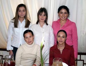 Ileana Gutiérrez de Villarreal disfrutó de una fiesta de canastilla.