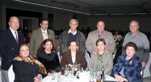 Pedro y Carla Villavicencio, Ana María y Jesús Ochoa, Zelma y Vicente Isaías, Carlos y Susana Jalife y Celso y Ana Luisa  González.