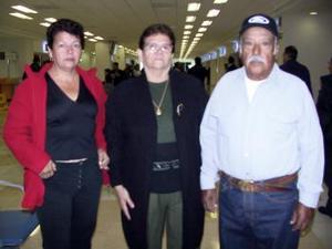 Antonio Torres, Estela Rodríguez e Irma Torres viajaron a San Diego.