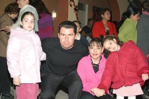 Pamela Dávila, Ernesto Dávila, Lety Villarreal y Daniela Dávila .