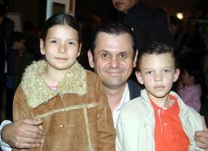 Samantha César, Juan Carlos César y Juan Carlos César Bado.