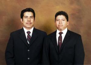 <b>07 de diciembre de 2004</b> <p> Juan Francisco Martínez Moreno y Guillermo del Ángel Castro en una foto por motivo de su examen profesional.
