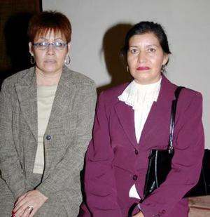 Martha Saavedra y América Duéñez Pérez.
