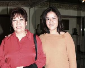 <b>08 de diciembre de 2004</b> <p> Rocío Jáuregui Martínez y Amelia Martínez de Jáuregui.