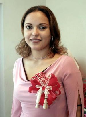 <b>08 de diciembre de 2004</b><p> Karen Parra Hernández disfrutó de una fiesta de despedida.