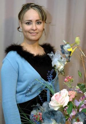 Karla Patricia  Flores contraerá matrimonio en breve y por tal motivo le ofrecieron una fiesta de despedida