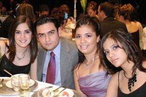 <b>07 de diciembre de 2004</b> <p> Valeria Jardon, René Lozano, Jackie Iracheta y Nury Blanco.