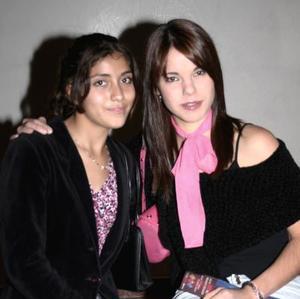 <b>08 de diciembre de 2004</b> <p> Sofía Ramos y Ana Tere Mendiola.