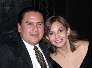 <b>07 de diciembre de 2004</b><p>  Rolando Anaya y Mónica Rodríguez.