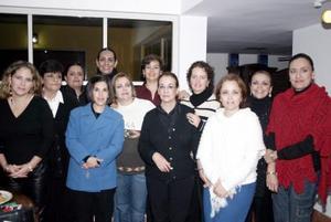 <b>07 de diciembre de 2004</b> <p> Marisa Álvarez de Acuña junto a Paula   de Álvarez, Gloria de Herrera, Tita de Garza, Carmelita de Aguirre, Coco de Magaña, Civilla Albores, Diana de Herrera, Nora de Arguijo, Gaby Ramos y Marisa de Acuña .