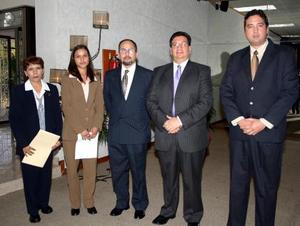 Elva Quiroz Ríos, Cecilia López, Sergio García, Francisco Arrañaga y Antonio Arrañaga, en reciente Congreso de Puericultura