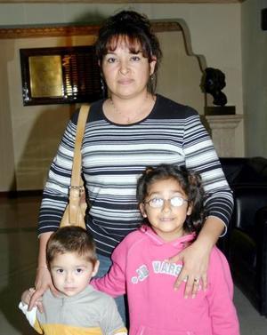<b>08 de diciembre de 2004</b> <p> María Luisa  Mejía, Marlén Ramírez y Luis ángel Bolívar.