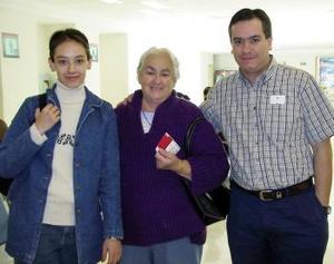 <b>08 de diciembre de 2004</b> <p> María Antonieta Ávila y Adriana Arce viajaron a Toronto, Canadá y fueron despedidos por  Eduardo Arce
