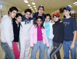 Daniela Aláis Borges viajó a Mérida, fue despedida por Héctor, Sofía, Andrés, Rodolfo, Mayra y Édgar