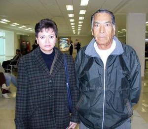 <b>09 de diciembre de 2004</b> <p> Sandra Nieto viajó a la ciudad de México, fue despedida por Marciano Nieto.