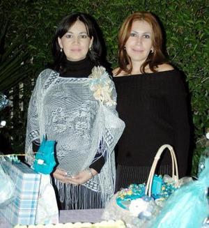 <b>07 de diciembre de 2004</b> <p> Mayra Delgado de Alvarado le ofreció a Bibiana Delgado  de Ochoa una fiesta de canastilla.