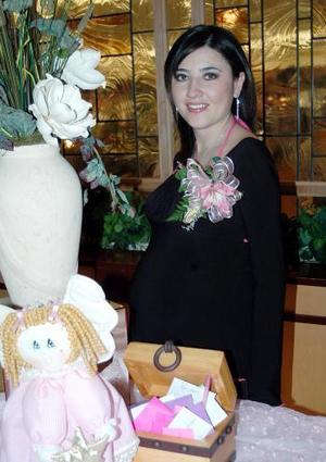 Beatriz Hayakawa Ortiz recibió felicitaciones por el nacimiento de su bebé.