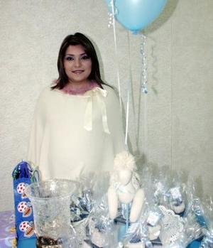 <b>08 de diciembre de 2004</b> <p> Mayela Espinoza de Romo, captada en la fiesta de canastilla que le ofrecieron por el próximo nacimiento de su tercer bebé.
