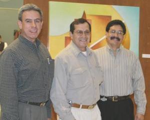 <b>10 de diciembre de 2004</b> <p> Víctor Manuel Morales, Mario Alberto Saucedo y Moisés Sierra .jpgíctor Manuel Morales, Mario Alberto Saucedo y Moisés Sierra