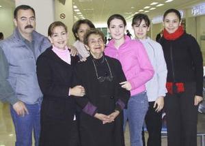 <b>10 de diciembre de 2004</b> <p> Graciela García viajó a Italia y fue despedida por la familia Montellano.